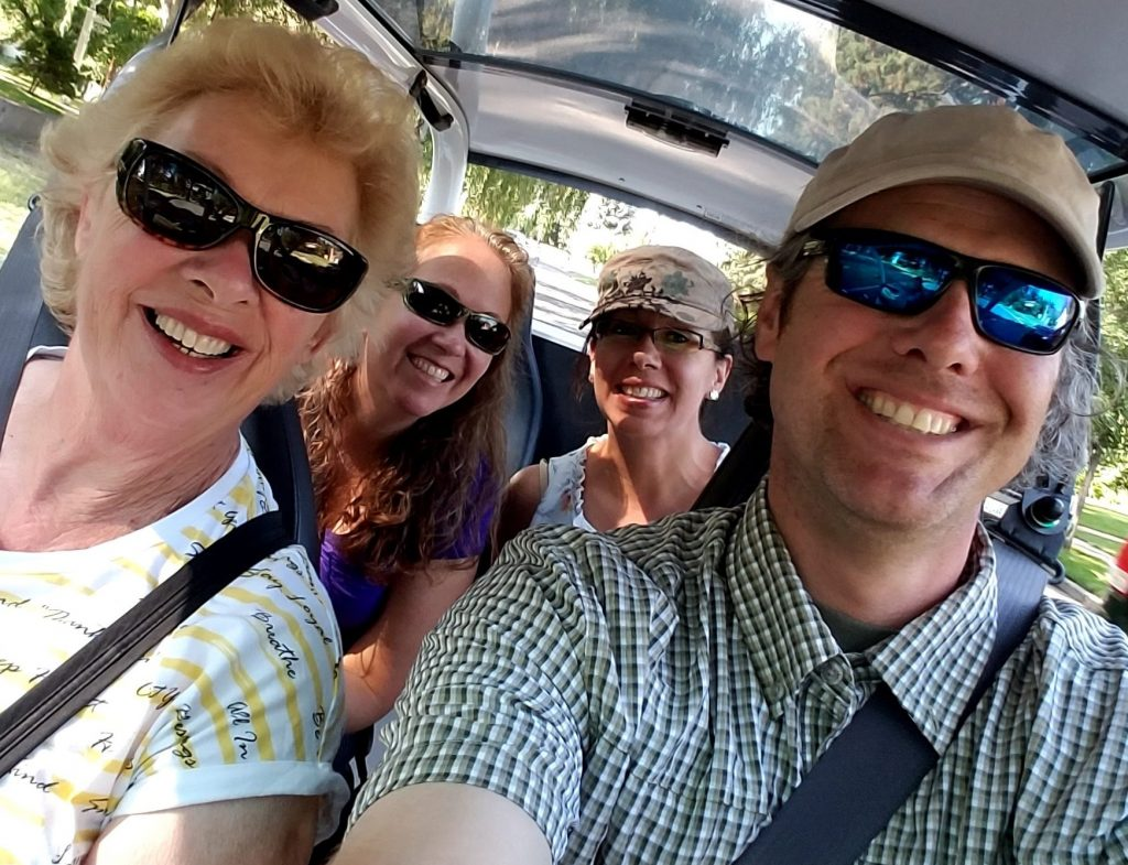 Guests broadly smiling on one of our eCruiser Sightseeing Tours
